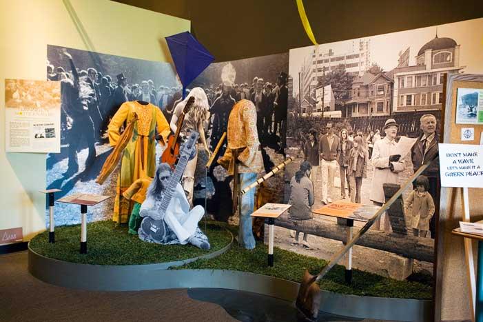 Activités pour Groupe de Jeunes  - Le Musée de Vancouver offre des activités facilitées pendant la semaine de relâche et durant les vacances d'été pour les groupe de jeunes, y compris une programmation estivale.