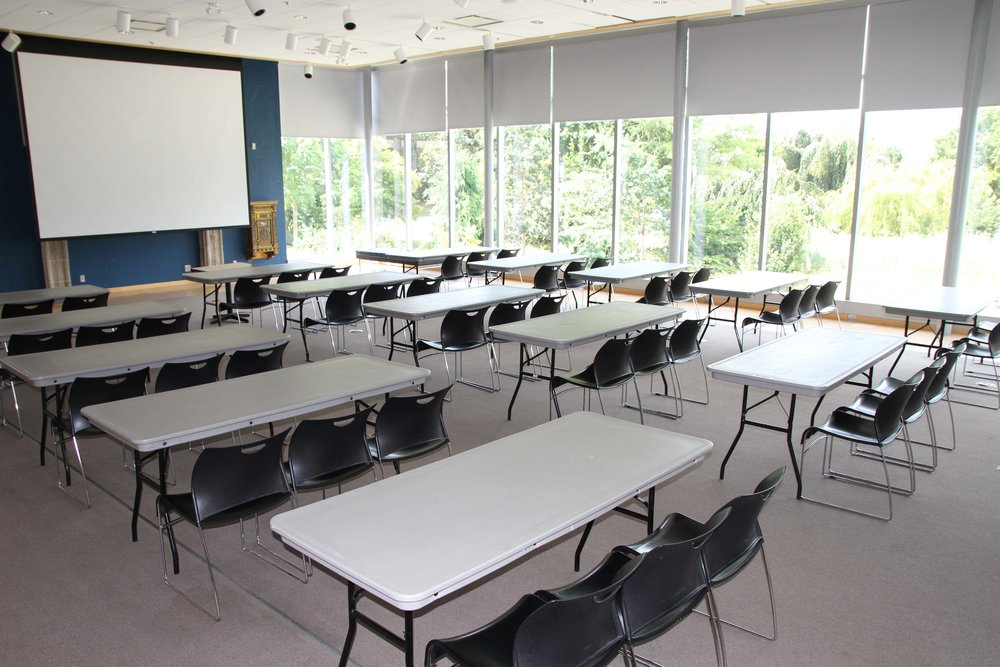 Classroom-60 people.jpg