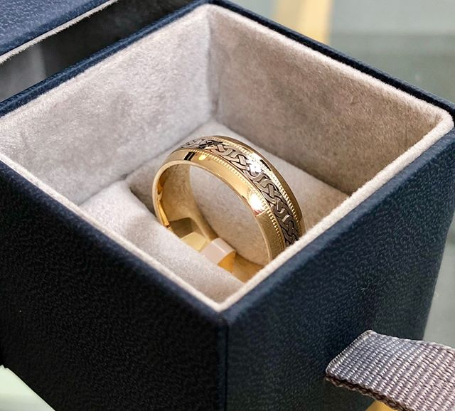 Blokes - we've got you covered too! We specialise in men's wedding rings, like this Celtic-inspired gold band. We have a wide variety in stock, but can also design something truly individual and craft it at our Shropshire workshop  #weddingring #mensweddingring #celtic #gold #localbusiness #oswestry #shropshire #northwales #midwales #chester #cheshire #wrexham