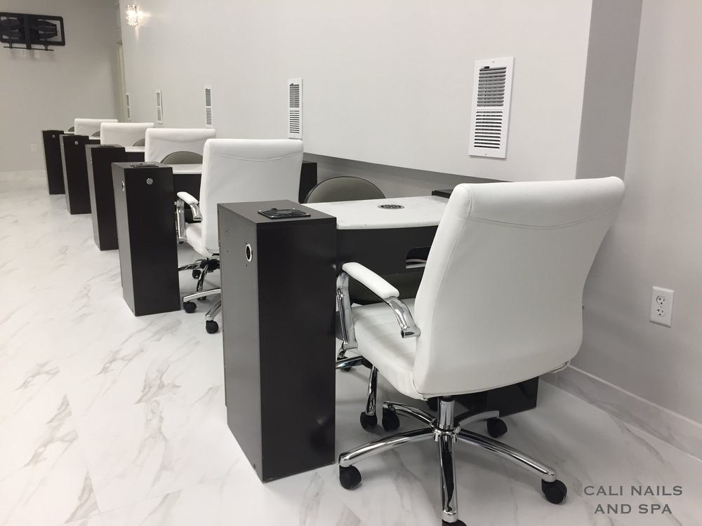MANICURE TABLES .JPG
