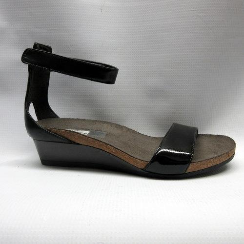 105bbaa0c23b Naot Sandals Women Pixie in Black — Cabaline