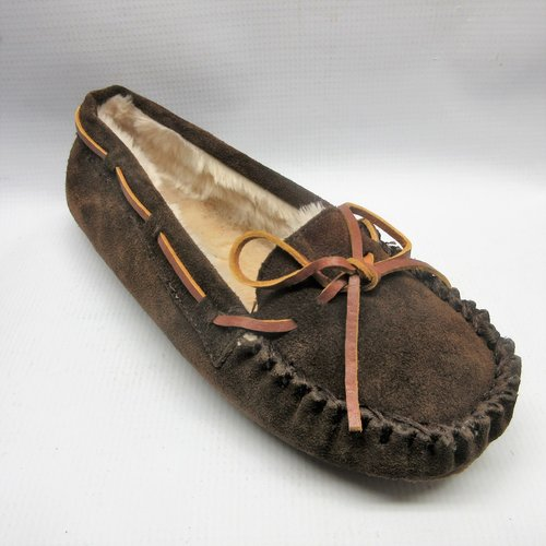 Minnetonka Shoes Women Suede Moccasin in Chocolate — Cabaline 7363658f0f