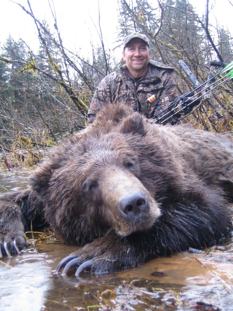 thumb_John Boerboon with bear 2008_1024.jpg