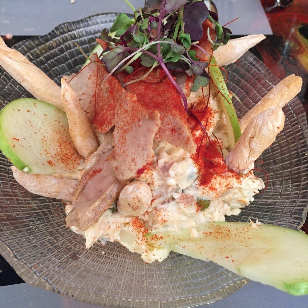 Ensaladilla rusa, ventresca y manzana verde. Russian salad with tuna belly and green apple.