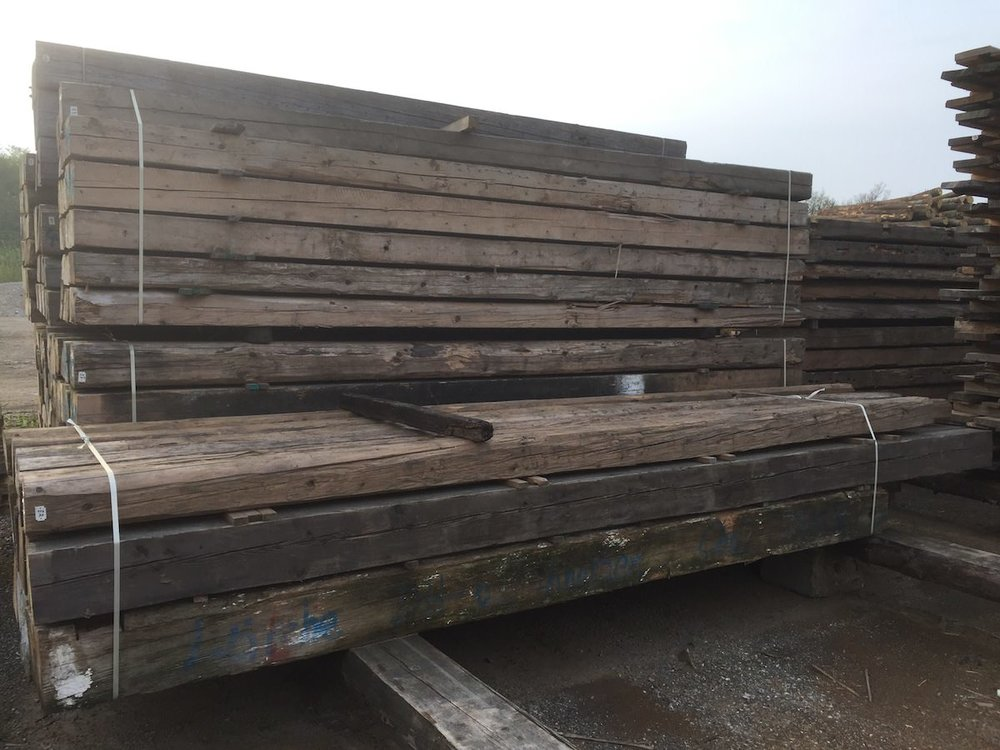 13.Altholzkanthölzer vor dem Einschnitt zu Lamellen.JPG