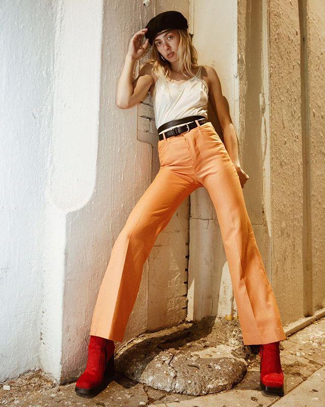 HOT N NEW w @erin_pederson & @babesonlegs 🍑🍑🍑 . . . . . . . . . . . . . #photographer #mood #model #moving #modellife #modeling #girl #legs #shoes #fashion #fashionmodel #fashionphotography #la #losangeles #style #styling #stylist #babe #babesonlegs #orange #sustainablefashion #vintage #vintageclothing #hot #new #arquette