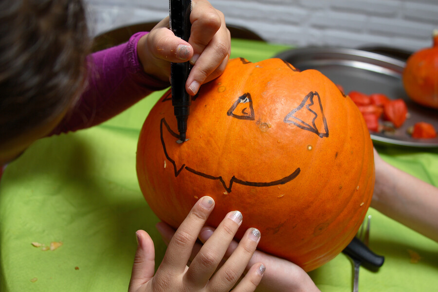 kid_carving_pumpkin_H.jpg