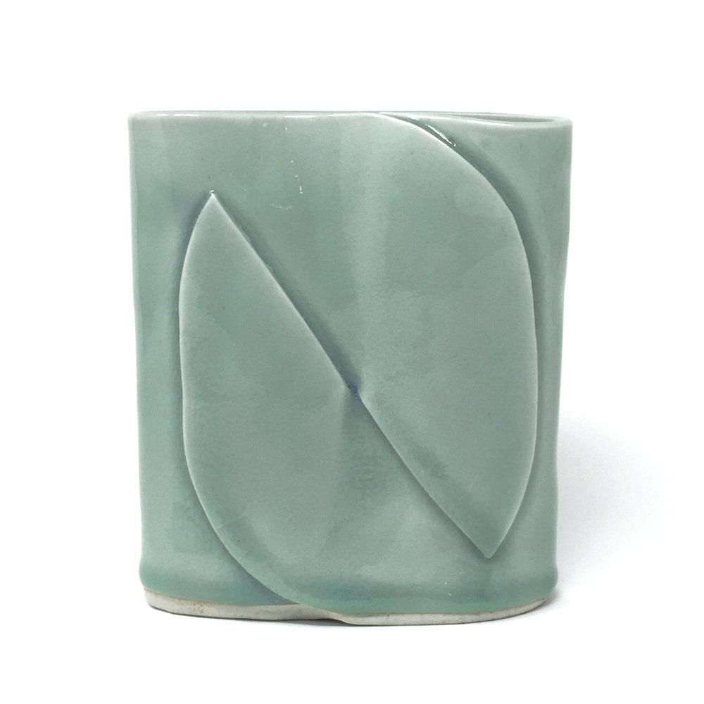 oval celadon wide porcelain_6 5 _03.JPG