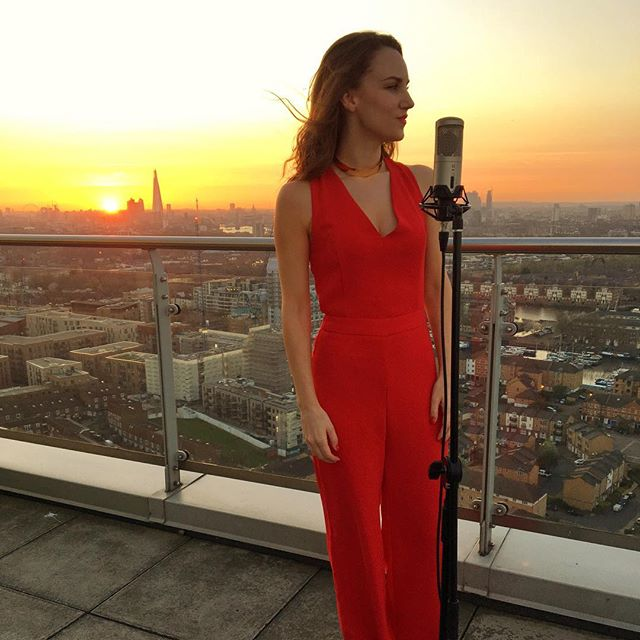 Sunset ✅ incredible views ✅ best pose 😏✅ Who wants to duet?? #london 📸 @grthk . . . . . . .  #londonview #penthouse #sky29 #singer #beautiful #love #wow #sunset #shard #artistlife #videoshoot #film #red