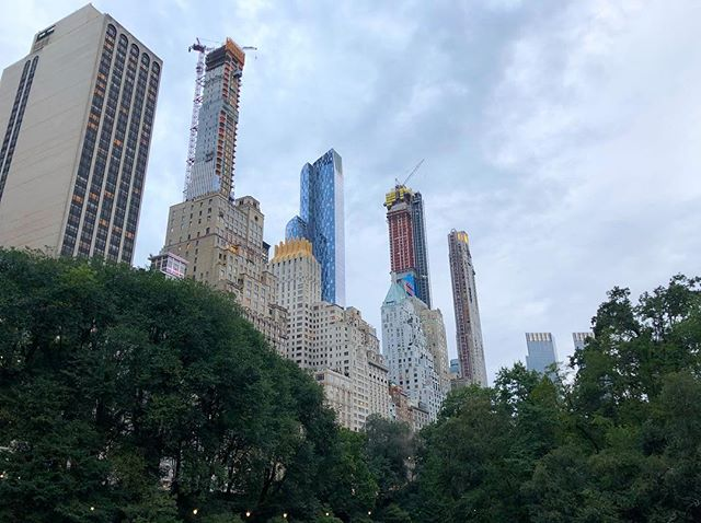 Nothing like spending the day looking up at the stunning skyscrapers rising high above Central Park as the Manhattan Skyline is fast changing and pushing the limits higher and higher. What do you think of all of the new ultra-luxury high-rise condo projects that have been dubbed Billionaires Row? 👷‍♂️👷‍♀️ 📸: @demetri17 #BillionairesRow #CentralPark #LuxuryRealEstate #CentralParkSouth #NewYorkRealEstate #One57 #SteinwayTower #CentralParkTower #220CentralParkSouth #PROFILEre #PROFILEnyc