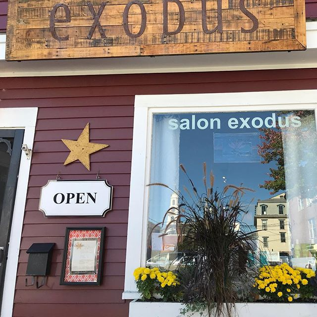 Outside the Salon! Have you seen this building before, if you have, stop by and get a color or haircut!😊💇‍♀️💇‍♂️ #hair #colorandcut #salonexodus