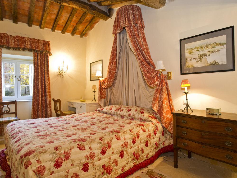 example bedroom, Tuscany yoga retreat