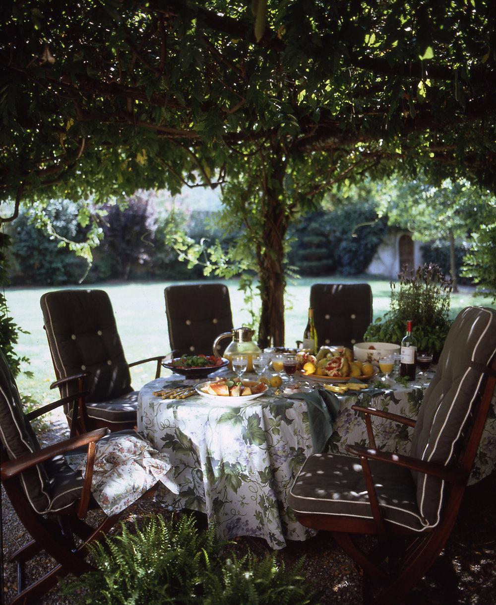 garden seating, Tuscany yoga retreat