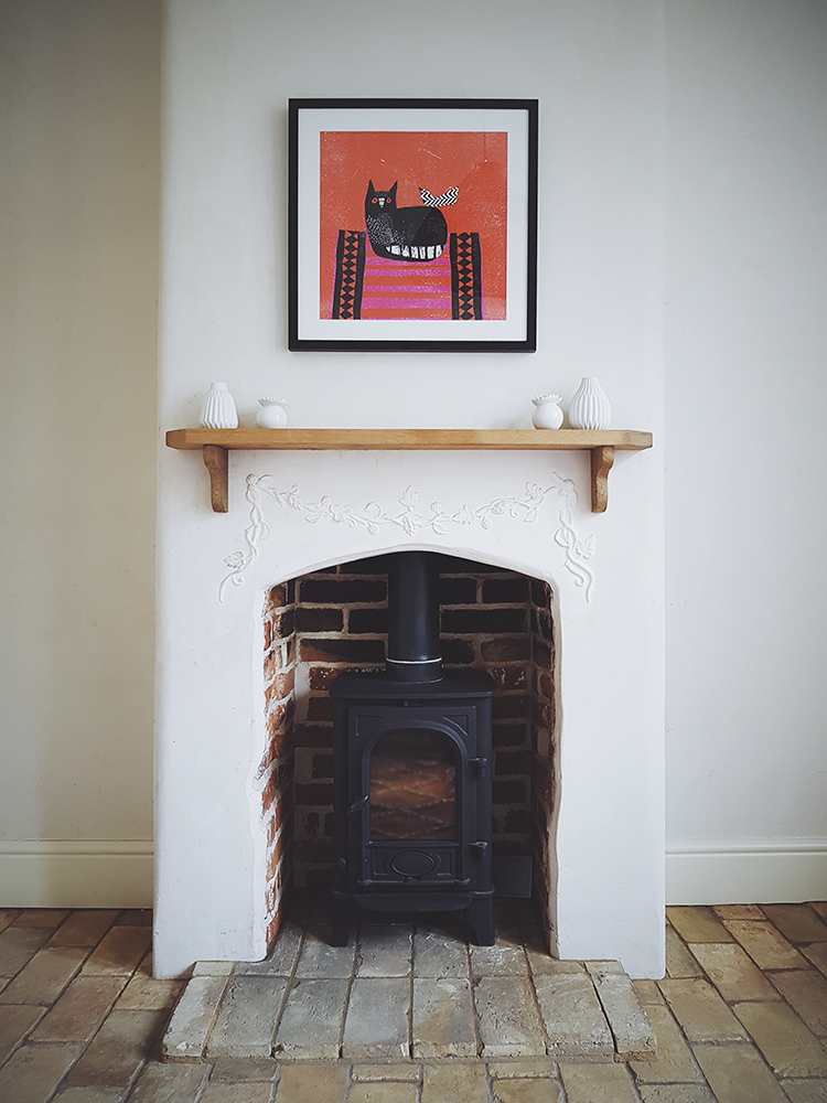 alidover_wilderness_bedroom_fireplace_phone.jpg