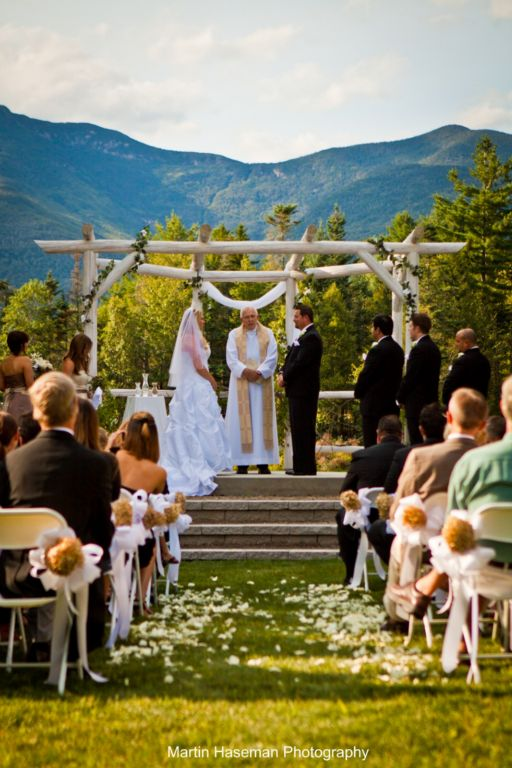 Thanks to Waterville's natural beauty, myriad recreational opportunities, diverse lodging options, and excellent ceremony and reception venues, Waterville Valley has become one of the state's premier wedding destinations. WeddingWire awarded Waterville Valley the prestigious   Couples Choice Award  . Take a look at the 5-star reviews on Wedding Wire and The Knot websites and see what couples are saying about Waterville Valley.