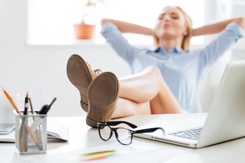 Feet_Up_On_Desk.jpg