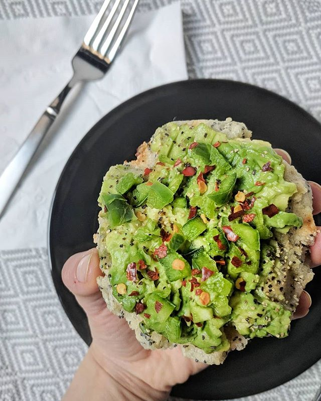 PLANT-BASED & HOT HOT HOT 🔥 Anyone else like their avo toast with a little fire? Same same. Black pepper, red chili flakes & jalapeños with avo on an Everything #Swapple is well worth it if you can take the heat - capsaicin, which is the compound responsible for all that spicy flavor, plays a role in digestive health, increases circulation for cardiovascular health and in long-term cancer prevention (@livestrong_com ) • • • • • • #spicy #spicyfood #Swapples #peppers #nutrition #foodfact #seriouseats #spoonfeed #forkyeah #avocado #avocadotoast #greens #foodisfuel #healthychoices #eatforabs #goodcarbs #superfood #morningslikethese #morningroutine #plantfuel #plantpowered #plantbased #plantstrong #thenewhealthy #vegansofig #veganfoodshare #nosugaradded #21dsd #paleobreakfast