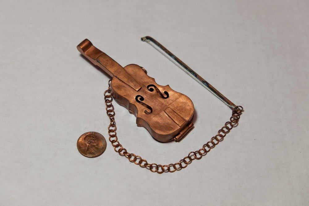 violin-tea-strainer-2-2009-copper.jpg