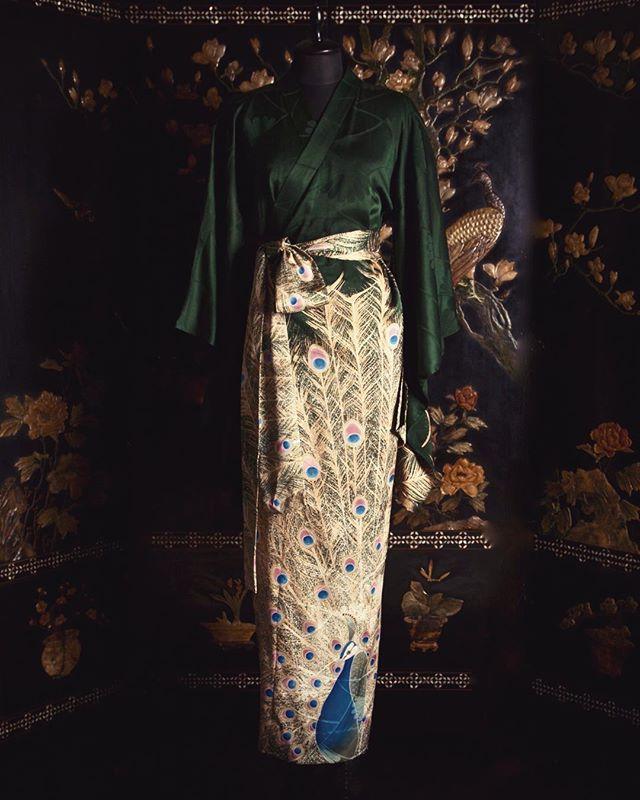 Hand painted Peacock on Silk Kimono gown| Made by an artisan in Kyoto using Kyo-yuzen dyeing techniques.  京の職人によって手描きで友禅で描かれた孔雀のガウンです。  #URAMUNÉ  #CollectionKinu  #TangoPeninsula  #silkcrepe  #Kyoto  #silk #Japanmade  #craftsmanship  #wrapdress  #日本の技  #伝統と革新  #handpainted  #京友禅 #手描き友禅  #peacock #孔雀
