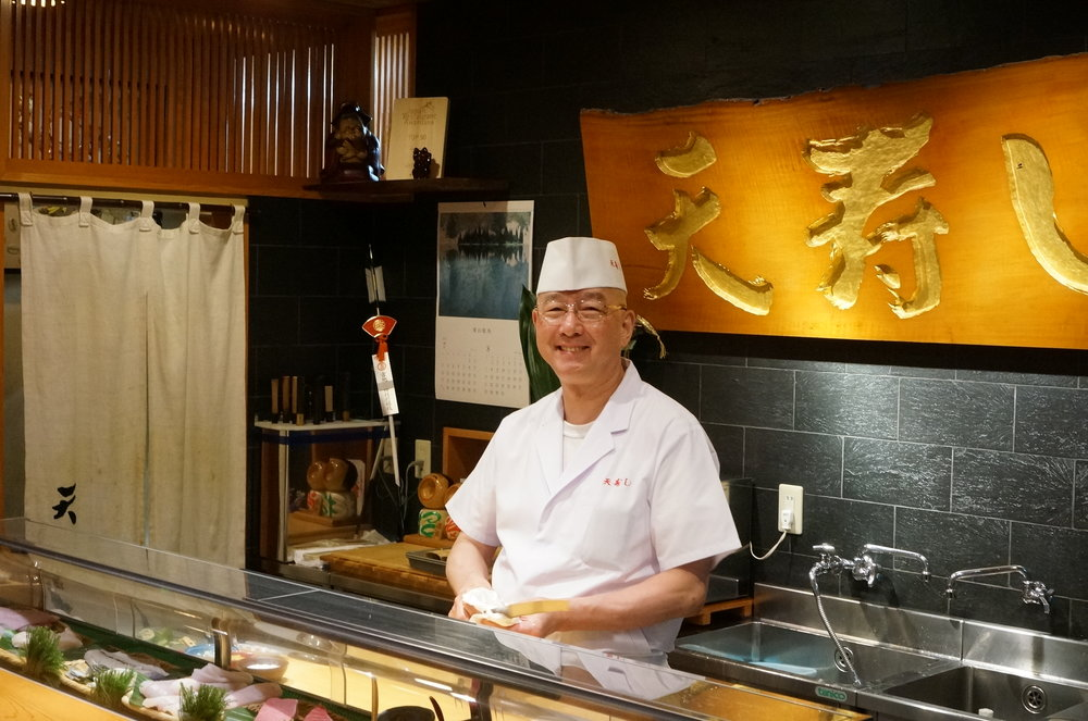 If you are a serious foodie in Japan, everyone knows about Tenzushi and Chef Amano.  Most of his customers fly to Fukuoka and then take the built train (Shinkansen) to Kokura just to enjoy his creations.   It's one of the few restaurants which received a rating of perfect 10 by us.    食通の中で天寿し京町店及び大将である天野さんのことを知らない人はいないだろう。ほとんどの客がこちらで食べるためだけに小倉まで足を運ぶ。.我々の間で10点中10点がついた数少ない名店中の名店。