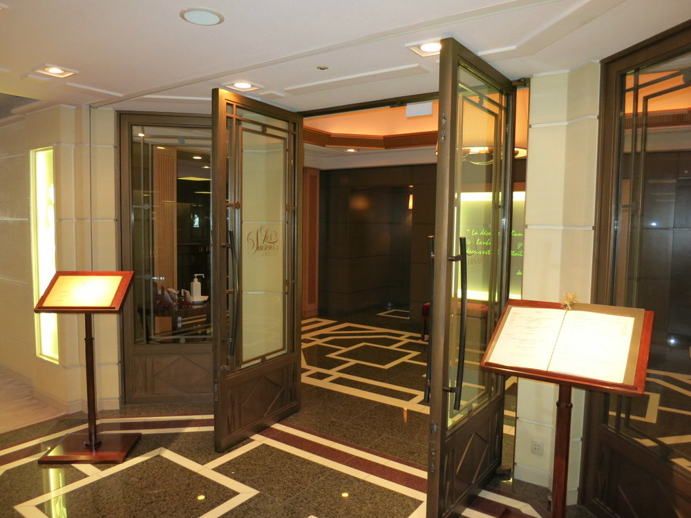 Les Saisons is the main dining room of Imperial Hotel, which is one of the top hotels in Japan. Chef Thierry Voisin came to Les Saisons in 2005 from Chateau Les Crayeres in Champagne, France.  日本を代表するホテル、帝国ホテルのメイン・ダイニング レ セゾン。シェフはフランス・シャンパーニュにあるボワイエ・レ・レクイエールから2005年に来日したティエリー・ヴォワザン。