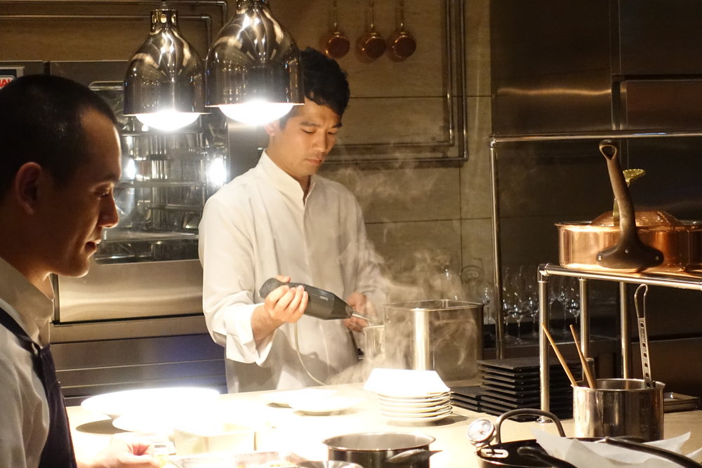He came back to Japan in 2015 to start his own restaurant/laboratory, Sugalabo which reservations are by introduction only.  It's one the toughest French restaurants to book in Tokyo now.  独立のため帰国し、レストラン兼研究所として完全紹介制のSUGALABOを2015年にオープン。今、東京で最も予約が取れないフレンチのお店である。