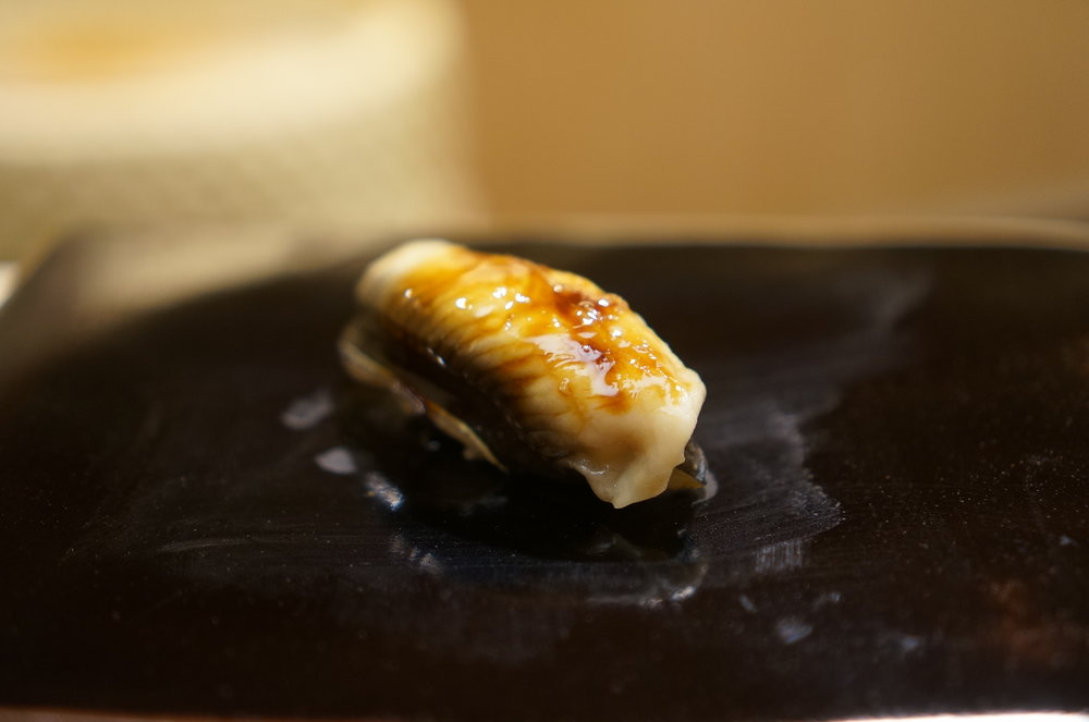 When anago (sea eel) is served for Edomae sushi it means that it's almost the end of the meal. Sauce over anago is a little sweet but not overpowering.  Very elegant and melts in your mouth. I mean the anago really melts.  I close my eyes wishing this happiness continues.  穴子が出てくると、江戸前の寿司はもう終盤。ツメは少し甘く、でも嫌味がない。とても上品で、とろける・・・、本当にとろける穴子。この楽しみが続いてほしいと願いながら、目をつぶる。