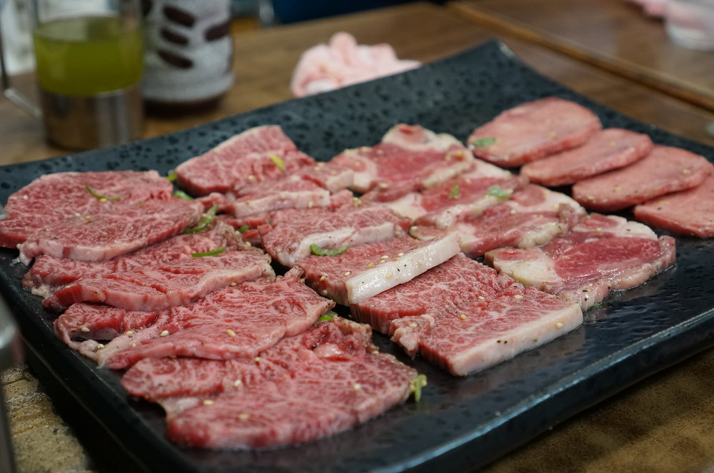 The quality of organs is insane, but the quality of normal parts of beef is top level as well.  ホルモンのクオリティが高すぎて若干霞んでましまってますが、焼肉もスーパーレベル!