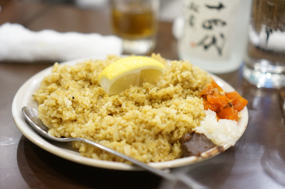 """You might have never heard of a dish called """"Fririce"""", curry flavored fried rice, which is their special. Even though you are full from a full course of yakitori, squeeze some lemon over it and bitterness from the lemon will make you concur it.  「フライライス」と聞き覚えのない料理名ですが、こちらの名物で、カレー味の焼き飯です。レモンをたっぷり搾って食べると酸味と程よい辛味で焼鳥でお腹がいっぱいになっていてもサクサク食べられます。"""