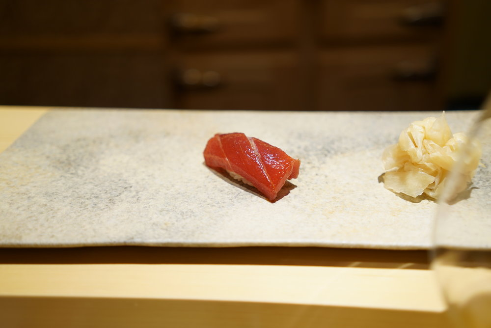 Tuna just a few seconds marinated in their special soy sauce. Chef Saito perfectly brings out the sticky texture of the tuna and the taste is just elegant.  数秒だけ漬けたマグロのヅケ。赤身のネットリ感を完全に引き出し、上品なまでの漬け加減。