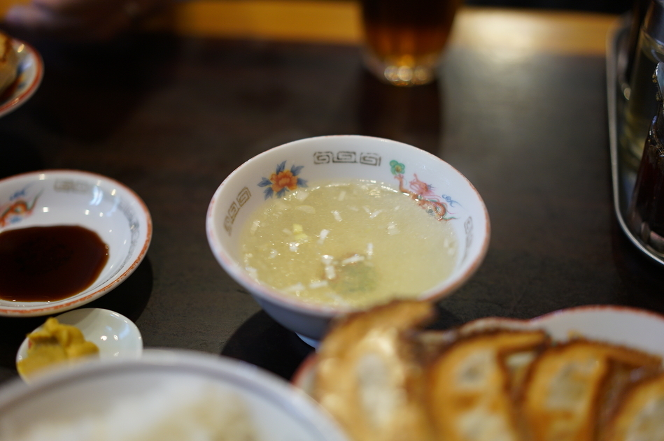 It comes with a chicken soup, large bowl of rice and pickles. The soup is very good and refreshing after having gyoza.  定食にはスープ、ご飯、漬物がついてくる。スープも旨みたっぷりで大変美味しく、餃子とのマッチもGOOD。