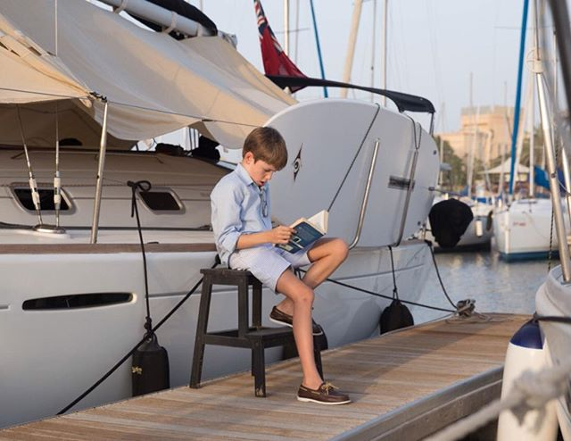 The adventures of Tom Sawyer at the dock ⚓️🌊📔#smartaleklondon #boatshoes #gentlemen #boatlife