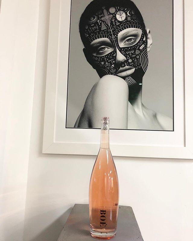 BOÉ 🖤 @boewines 📸 @valleyeyewear  #pinkresponsibly