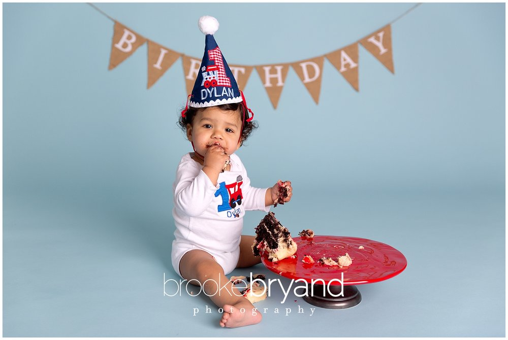 12.2014-tolia-cake-smash-BBP_5551_San-Francisco-newborn-photographer.jpg