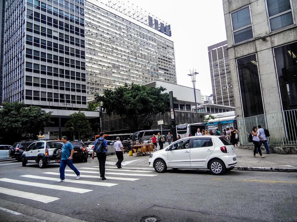 Ação da prefeitura retira vendedores ambulantes irregulares da Av. Paulista. Foto: Gabriela Bilo
