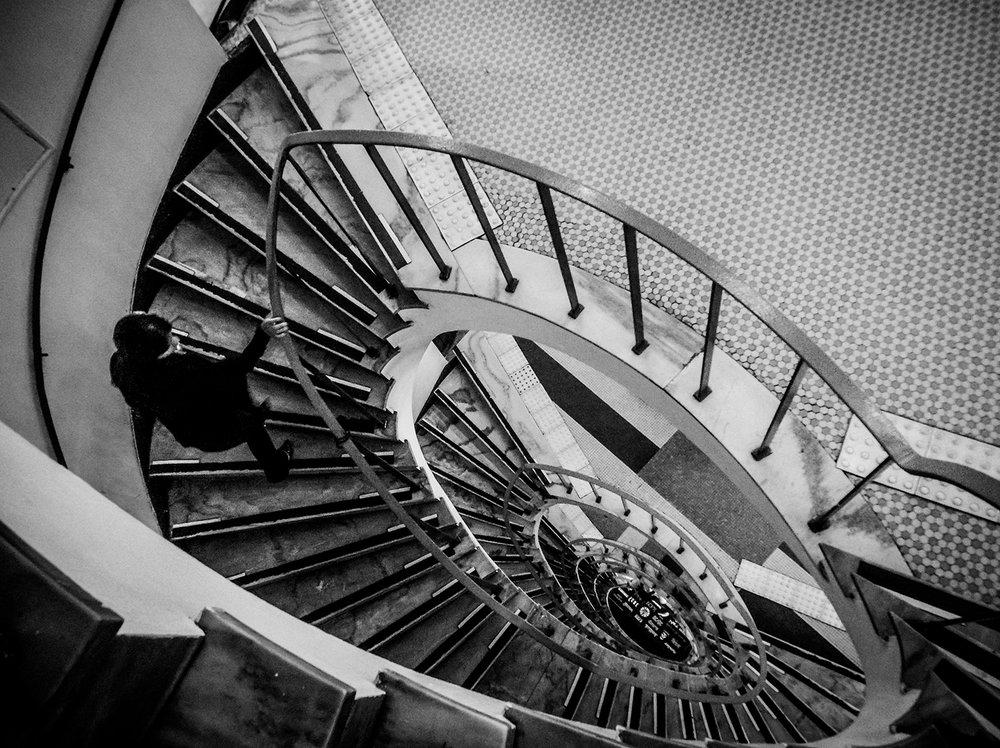 Escadaria na galeria do Rock. Fotos da cidade de São Paulo produzidas com celular Motorola. Foto: Tiago Queiroz