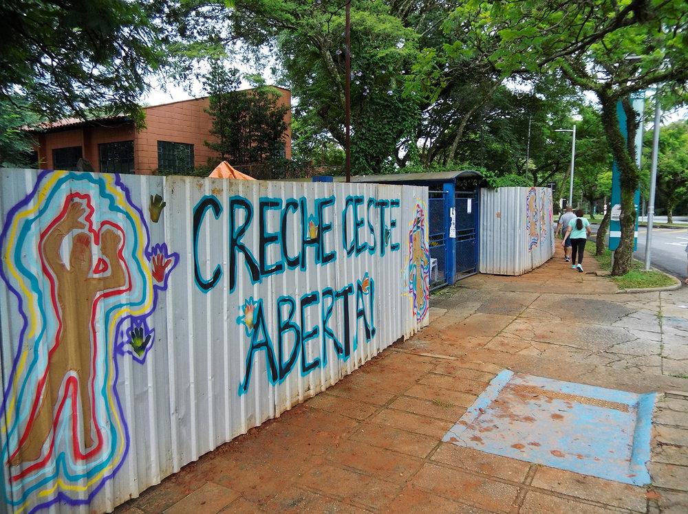 Facade of Oeste Day Care Center at the University of São Paulo, in the University city. The Care Center is occupied. Photo: Tiago Queiroz