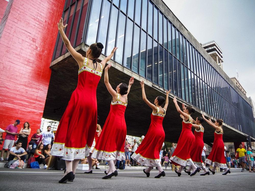 Comemoração do aniversário de 463 anos da cidade de São Paulo na Paulista. Apresentações circences, movimentação de ciclistas e dança. Foto: Tiago Queiroz