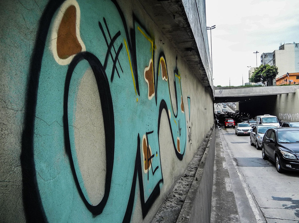On the photo, Tom Jobim Tunnel. Drawings and graffiti in the region around Prestes Maia Avenue. Photo: Tiago Queiroz