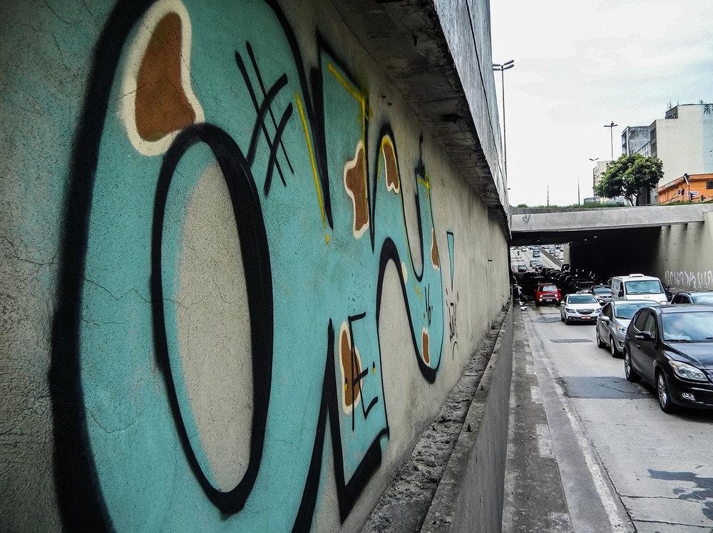 Na foto Túnel Tom Jobim. Pichações e grafites na região da Avenida Prestes Maia. Foto: Tiago Queiroz