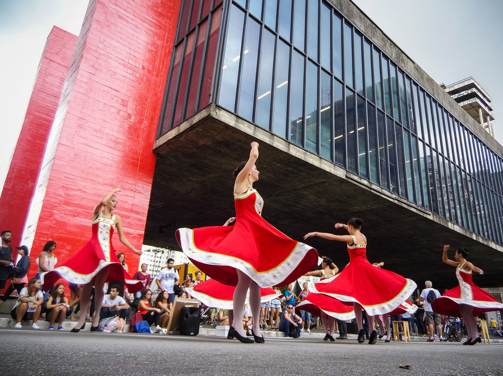 Celebration of the 463th anniversary of the city of São Paulo on Paulista Avenue. Circus presentations, cyclists and dancers. Photo: Tiago Queiroz