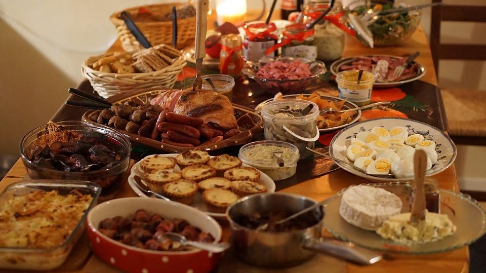 christmas-dinner-2428029_960_720.jpg