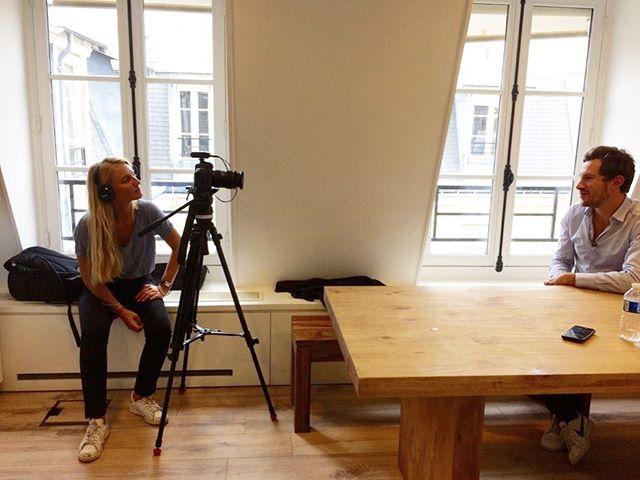 Silence, ça tourne ! 🎥 Boris Pourreau, notre CEO, en plein tournage avec @wttj_backstage 🤓 #insidesportheroesgroup