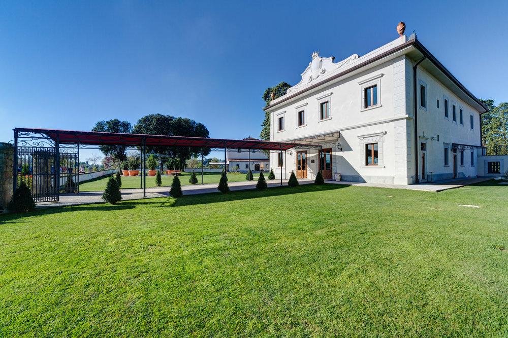 1MAIN PHOTO Villa Tolomei Hotel Resort Firenze main entrance.jpg