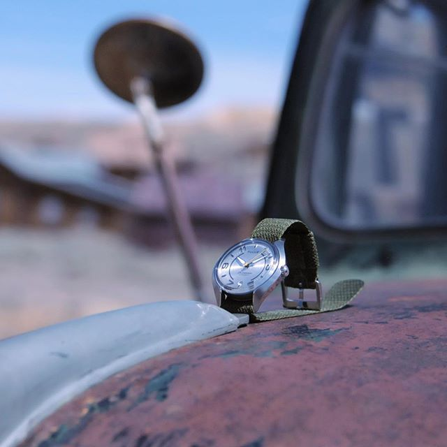 Past and present meet in the ghost town of Bodie. Old car wreck & brand new Chronostase in Silver Grey 👴🏼⚡️👶🏼 #fuguewatches #californiaroadtrip