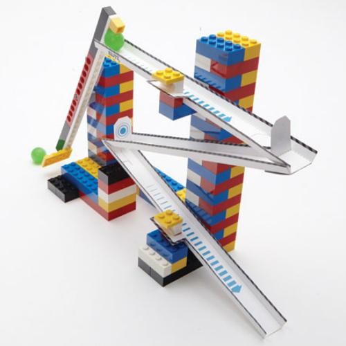 LEGO CHAIN REACTIONS - Diversos desafios desenvolvidos pela LEGO em parceria com a KLUTZ, ensinam conceitos como Alavancas, Força em divertidas sequências de Ação e Reação (Chain Reactions).
