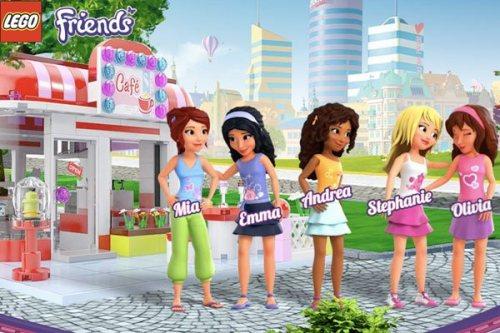 ... mas este anúncio atual da linha LEGO Friends mostra como tudo ficou rosa e roxo (conhecido como rosa escuro), com as amigas fazendo fofoca, e raríssimos homens.