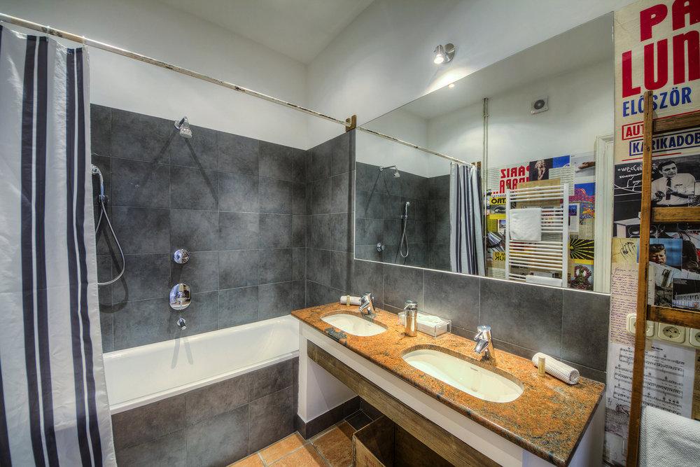 Claret Room (8).jpg