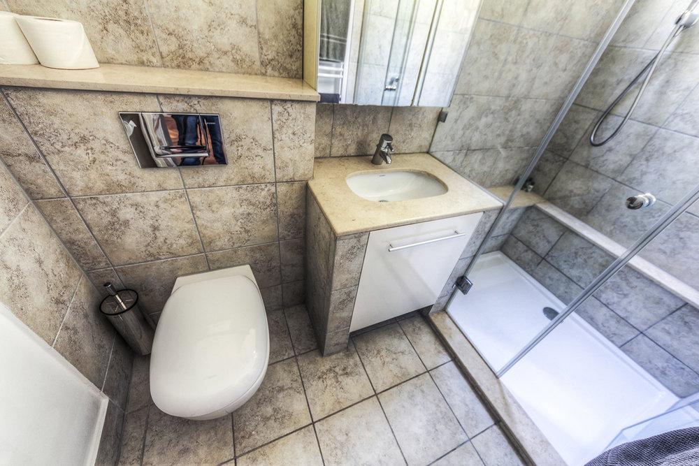 Apt13_bathroom2.jpg