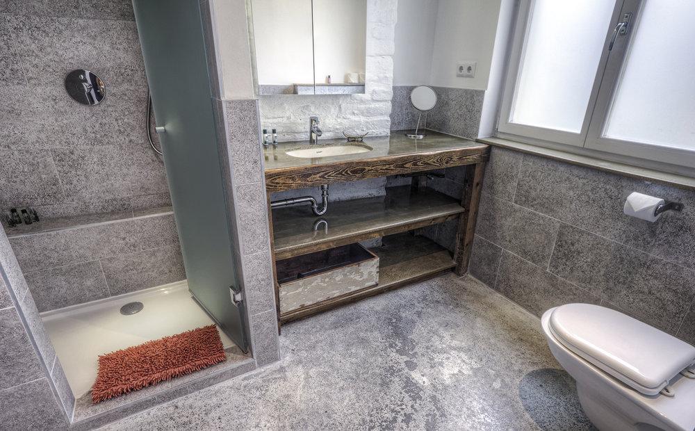 Apt22_bathroom2.jpg